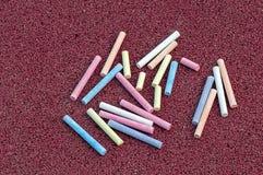 Tizas coloreadas en la tierra Fotografía de archivo libre de regalías