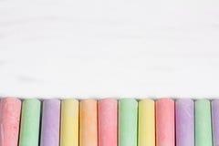 Tizas coloridas en fila Fotografía de archivo