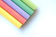 Tizas de los colores en el backgro blanco Fotos de archivo