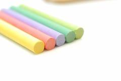 Tizas de los colores en el backgro blanco Foto de archivo