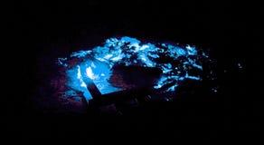 Tizzoni di ardore blu al neon artistici fotografia stock libera da diritti