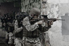 tjäna som soldat barn Arkivfoton