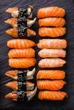 Tjänad som sushisashimiuppsättning arkivbilder