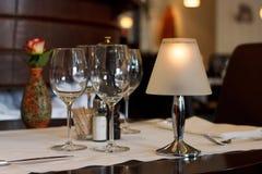 Tjänad som tabell i en belgisk restaurang Arkivfoton
