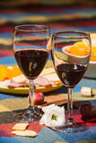 Tjänad som tabell med wineexponeringsglas Royaltyfria Foton