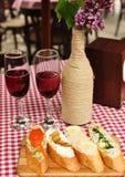 Tjänad som tabell på en restaurang Royaltyfri Foto