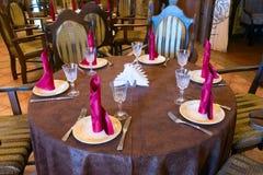 Tjänade som väntande på gäster för tabell Royaltyfria Bilder