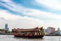 Tjänste- fartyg runt om floden av Bangkok, Thailand Fotografering för Bildbyråer
