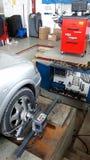 Tjänste- wheeeljustering för bil Arkivbilder