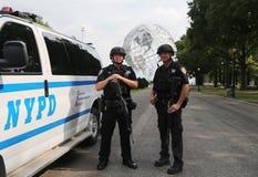 Tjänstemän för NYPD-räknareterrorism som ger säkerhet Royaltyfri Fotografi