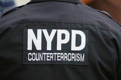 Tjänsteman för NYPD-räknareterrorism som ger säkerhet på den nationella tennismitten under US Open 2014 Arkivbild