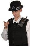 tjänsteman som pekar polisen uk Fotografering för Bildbyråer