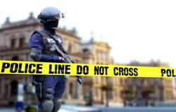 Tjänstgörande anseende för polis på standby-position Royaltyfria Bilder
