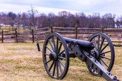Tjänstgörande Gettysburg nationalparkkanon fortfarande skydda slagfältet Royaltyfri Fotografi