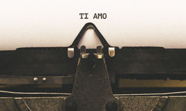 Tj amo, ιταλικό κείμενο για σ' αγαπώ στον εκλεκτής ποιότητας συγγραφέα τύπων από Στοκ φωτογραφία με δικαίωμα ελεύθερης χρήσης