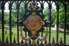 TJ-Symbol für Thomas Jefferson im Monticello-Friedhof, Monticello, Charlottesville, Virginia Stockbild