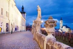 Tjeckien Kutna Hora: December 12, 2017: gotisk kyrka för st Jacob från 1330 och jesuithögskola, UNESCO, Kutna Hora, Tjeckien Royaltyfri Fotografi