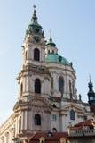 TJECKIEN PRAGUE - OKTOBER 02, 2017: Utseende av en underbar europeisk stad Ostop torn med spiers Royaltyfria Bilder