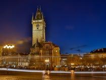 TJECKIEN PRAGUE - OKTOBER 02, 2017: Utseende av en underbar europeisk stad Ostop torn med spiers Arkivbilder