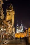 TJECKIEN PRAGUE - OKTOBER 02, 2017: Utseende av en underbar europeisk stad Ostop torn med spiers Royaltyfria Foton