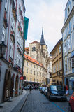TJECKIEN PRAGUE, SEPTEMBER 10: En av den smala authentien Royaltyfri Fotografi