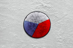 Tjeckisk puck på ishockeyisbanan closeup Arkivbilder