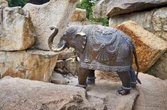 Tjeckisk RepCzech republik Prague Prague zoo Elefantskulptur Juni 12, 2016 Arkivbilder