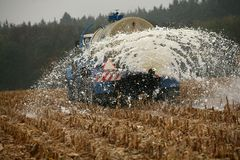 tjeckiska bönder mjölkar protest Arkivbild