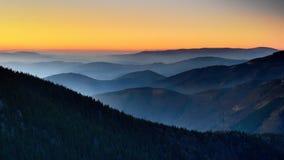 Tjeckiska berg, solnedgång Royaltyfri Bild