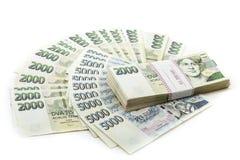 Tjeckiska kronor för sedelnominellt värde ett och tvåtusen Arkivbilder
