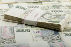 Tjeckiska kronor för sedelnominellt värde ett och tvåtusen Royaltyfri Bild