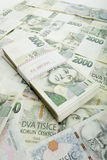 Tjeckiska kronor för sedelnominellt värde ett och tvåtusen Royaltyfri Fotografi