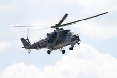 Tjeckiska Mil Mi - 24 hindattackhelikopter Fotografering för Bildbyråer