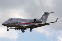 Tjeckiskt flygplan för storgubbe för flygvapenCanadair utmanare 601-3A Arkivfoton