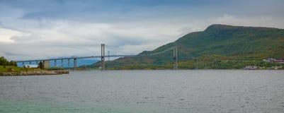 Tjeldsund most między stałym lądem i Lofoten wyspami, Norwegia Fotografia Stock