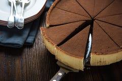 Tjänande som skiva av den hemlagade chokladkakan Arkivbilder