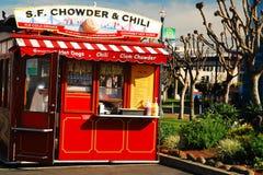 Tjock skaldjurssoppa och Chili Vendor på fiskares hamnplats, San Francisco Royaltyfria Bilder