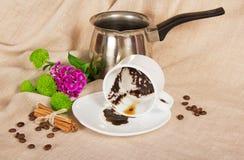 Tjockt kaffe i en kopp, turken, korn royaltyfri bild