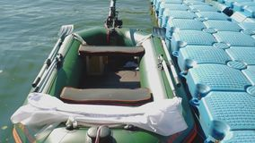Tjudrat uppblåsbart fartyg stock video