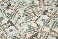 Tjugo amerikanska dollar räkningar på en tabell Royaltyfria Foton