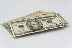 Tjugo amerikanska dollar räkningar på en vit bakgrund Royaltyfria Bilder