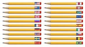 Tjugo blyertspennor med flaggor av världen Royaltyfri Foto