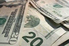 Tjugo dollarräkningar stänger sig upp Royaltyfria Foton