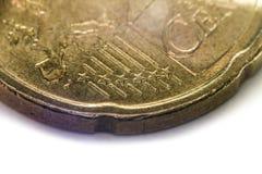 Tjugo eurocent mynt, extremt makroskott som fokuseras på stjärnorna Arkivfoton