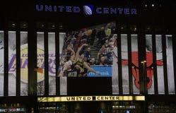 Tjurar och Lakers basket på den eniga mittinChicagoen arkivfoton