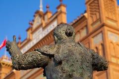 Tjurfäktareskulptur i den Las Ventas tjurfäktningsarenan i Madrid Arkivbild