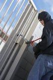 Tjuv Cutting Lock royaltyfri bild