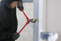 Tjuv Cutting Lock Royaltyfria Foton