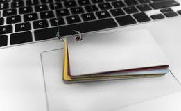 tjuv för stöld för säkerhet för natt för bärbar dator för identitet för datorbegreppsdata lömsk stjäla royaltyfri bild