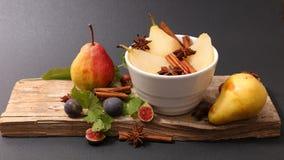 Tjuvjagad päron och krydda royaltyfri foto